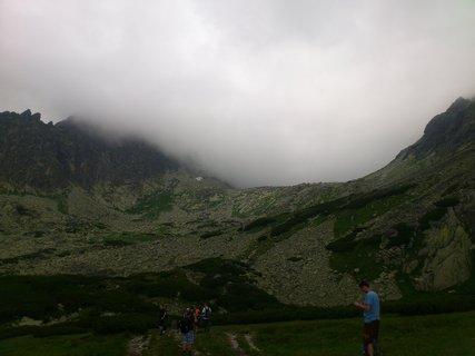 FOTKA - Vysoké Tatry - Škutnastá Polˇana, valí se mlha