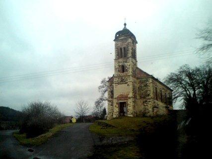 FOTKA - Chátrající kostel v Mrzlicích.