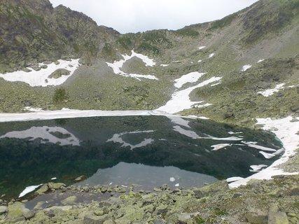 FOTKA - Vysoké Tatry - Nižné Wehlenbergovo pleso a zbytky sněhu
