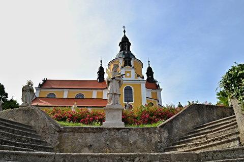 FOTKA - Kostel v Chlumu u Třeboně, nechal ho vystavět hrabě z Fünfkirchenu v r. 1741 jako poděkování za záchranu života při sesuvu půdy.