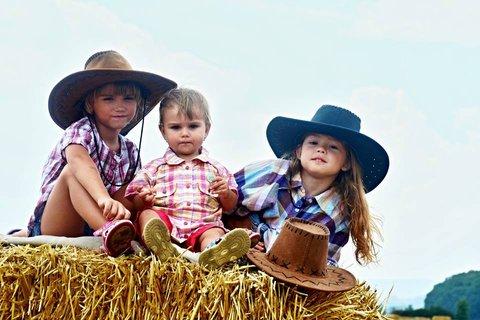 FOTKA - tri malé kovbojky