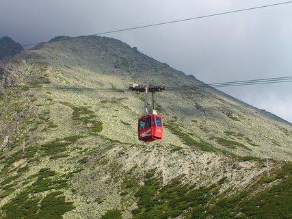 FOTKA - Vysoké Tatry - lanovka jede z Lomničáku