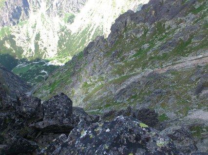 FOTKA - Vysoké Tatry - na Lomnickém sedle, pohled dolů