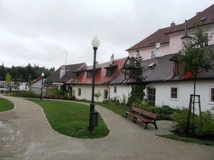 FOTKA - J. Hradec.. zahrada u Muzea fotografie