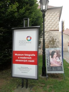 FOTKA - J. Hradec.. u Muzea fotografie