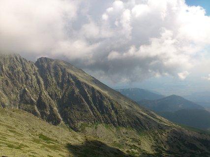 FOTKA - Vysoké Tatry - Lomnické sedlo, hory a mraky