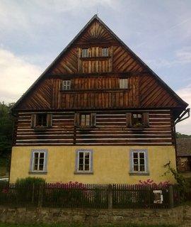 FOTKA - Kombinace zdiva se dřevem - Zubrnice