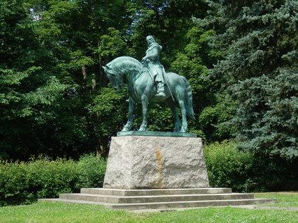FOTKA - pěkná jezdecká socha Jana Žižky v Přibyslavi - do alba sochy-pomníky