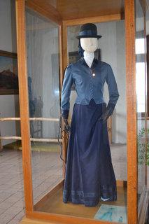 FOTKA - Dámský oblek