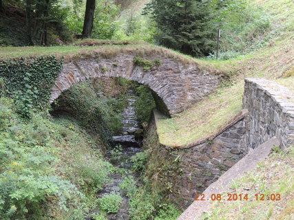 FOTKA - Pohled na starý přístupový mostek