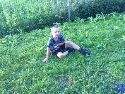 FOTKA - hraju si v tráve