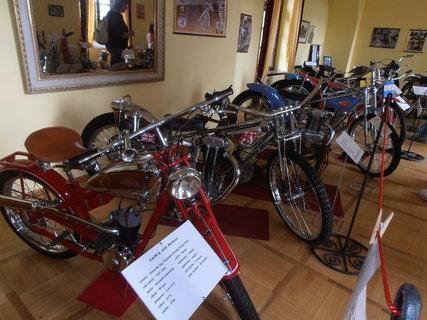 FOTKA - Výstava historických motocyklů na hradě