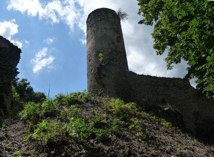 FOTKA - Kostomlaty p. Milešovkou - boční věž hradu