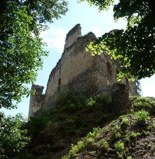 FOTKA - Kostomlaty p. Milešovkou - hrad z žabí perspektivy
