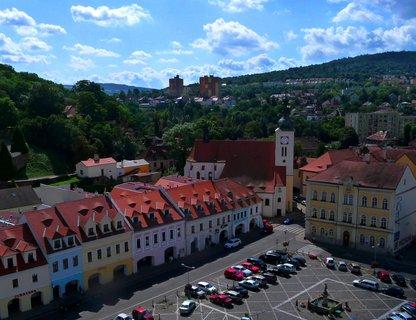 FOTKA - Detail náměstí s kostelem - Bílina