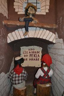 FOTKA - Jeníček s Mařenkou už jsou zavřený
