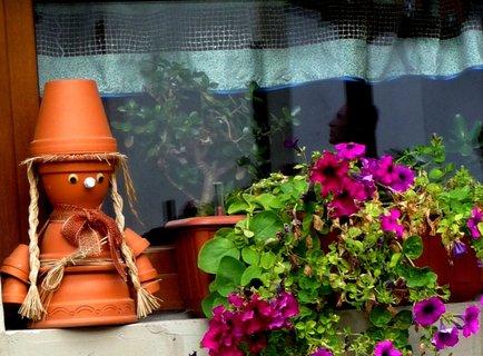 FOTKA - Zvláštní okno z výletu - květináček...