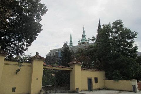 FOTKA - Vchod do Královské zahrady  dnes zavřen