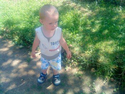 FOTKA - Samko jde na procházku-čeká mámu