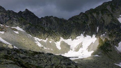 FOTKA - Vysoké Tatry - svítí slunce a jdou černé mraky