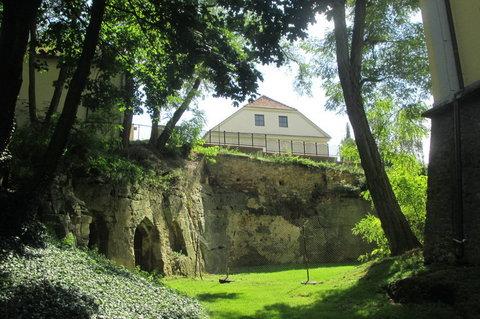 FOTKA - Zámecký park  Ctěnice - jeskyně v  pískovcové skále