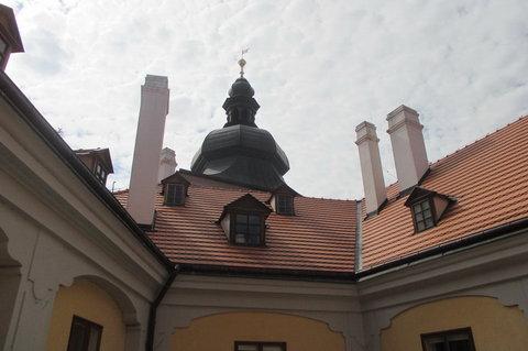 FOTKA - Ctěnický zámecký areál  -  výhled z okna zámku