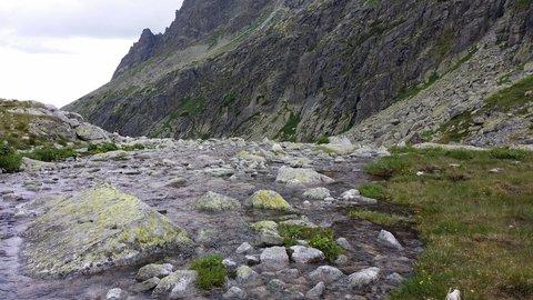 FOTKA - Vysoké Tatry - voda  a kamení.