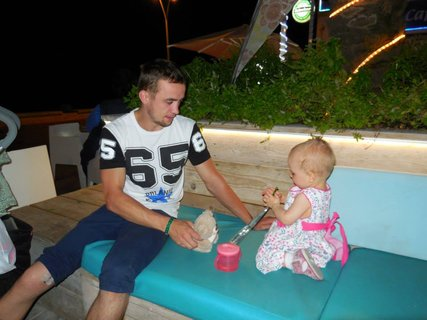 FOTKA - malá princeznička si hraje s tátou