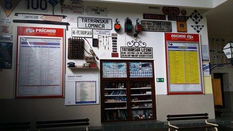 FOTKA - Vysoké Tatry - v budově nádraží