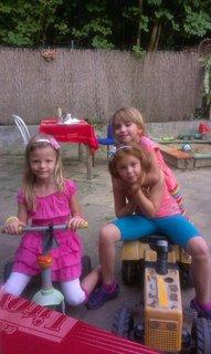 FOTKA - tri holky si hrají-