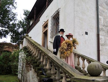 FOTKA - zámecký pán se svou paní