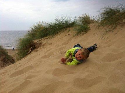FOTKA - válim se v písku..
