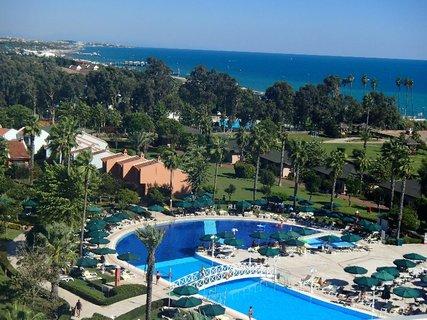 FOTKA - Turecko-jeden z bazénov obklopený zeleňou