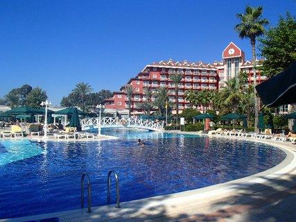 FOTKA - Turecko-bazén a časť budovy hotela