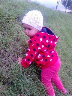 FOTKA - Kristýnka chce nahoru,na kopeček