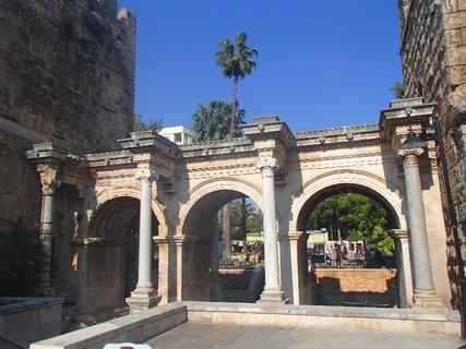 FOTKA - Turecko-Hadriánová brána v Antalyi