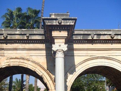 FOTKA - Turecko-Hadriánová brána v Antalyi-priečelie