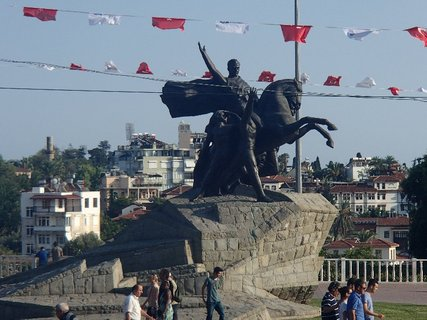 FOTKA - Turecko-socha na n�mest� v Antalyi