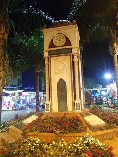 FOTKA - Turecko-hodiny na námestí v mestečku Kadryia