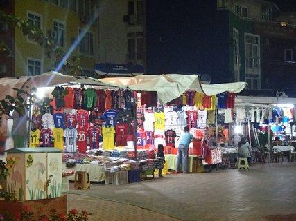 FOTKA - Turecko-Kadryia-obchodíky na ulici