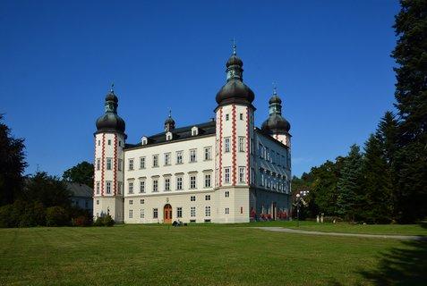 FOTKA - Zámek Vrchlabí - galerie - Zámek ve Vrchlabí, Zámek a sídlo městského úřadu ve Vrchlabí. Zámek leží v parku nedaleko náměstí.