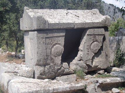 FOTKA - Turecko-Termessos-zničená hrobka