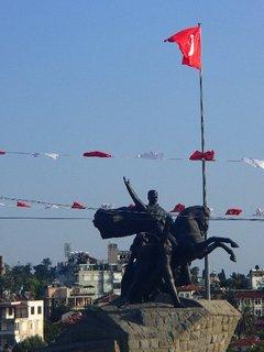 FOTKA - Turecko-socha na námestí v Antalyii