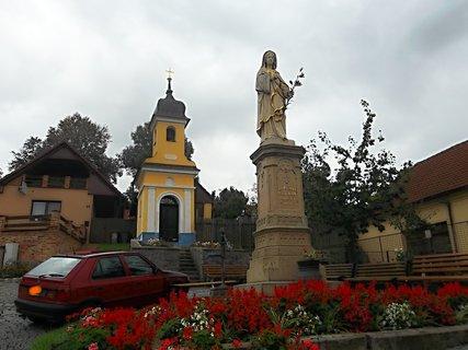 FOTKA - Kaplička v obci Modrá - včera na kole
