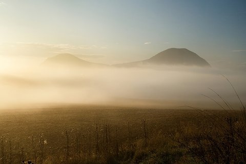 FOTKA - Kopečky v mlze