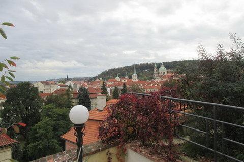 FOTKA - Svatováclavská  vinice -  panoramatické výhledy na Malou Stranu