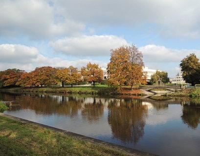 FOTKA - secesní zdobený můstek  na zrušeném  soutoku  Piletického potoka s Labem