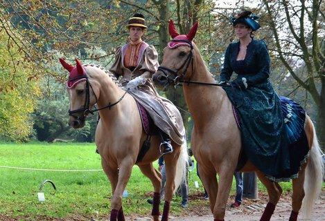 FOTKA - Ženám na koních to taky moc slušelo
