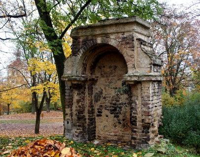 FOTKA - Zbytky zdiva, podzimní romantika