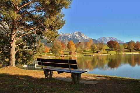 FOTKA - Vyhlídka Kühbühel a Ritzensee - Lavička u jezera